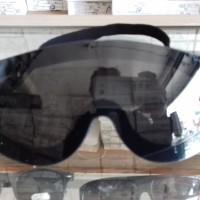kacamata parasut/sepeda/futsal juga bisa dipake sangat rapat