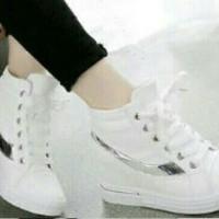 harga Sepatu Sneakers Boot Cewek Replika Nike Warna Putih List Silv Tokopedia.com