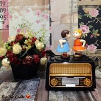 Music Box / Kotak Musik Classic Radio Kissing Couple