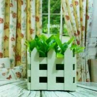 harga kado unik - pajangan pot / vas bunga bentuk pagar kayu putih Tokopedia.com