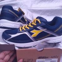 harga DIADORA Original, Vinzenco navy, sepatu pria olahraga lari Voli Volly Tokopedia.com