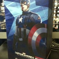 Hot Toys Captain America Golden Age Version