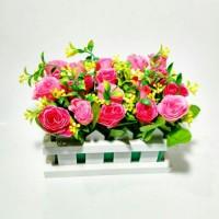 harga buket bunga mawar artificial dan vas pagar kayu cantik Tokopedia.com