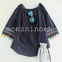 blouse pompom black