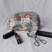 pouch make-up