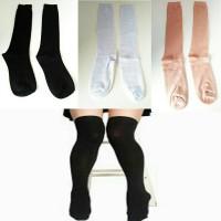 stocking kaos kaki dekat lutut