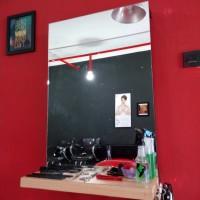 Meja dan Kaca Barbershop