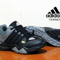 harga Sepatu Pria Sneakers Adidas Terrex Made In Vietnam Asli Import Tokopedia.com