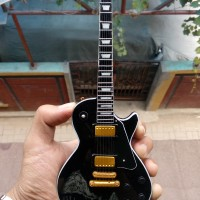 Miniatur Gitar Gibson Les Paul Black Beauty Custom
