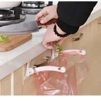 AD062 Jepit Kantong Plastik Sampah Lemari Dapur Cabinet Plastic Hook