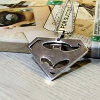 Kalung Logo Superman v Batman Silver Superheroes