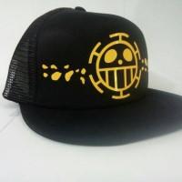 topi anime law hitam