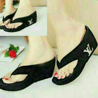 EXCLUSIVE sandal wanita wedges LV hitam MURAH MERIAH