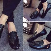 Sepatu Slip On Kulit Sintesis