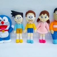 boneka karakter kartun doraemon, nobita, suneo, shizuka, giant