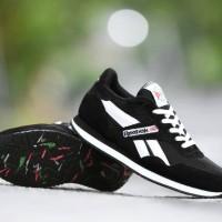 harga Sepatu Kets Reebok Classic Grade Ori Hitam Putih / sport casual pria Tokopedia.com