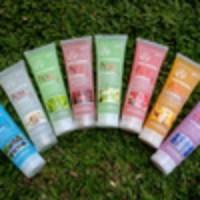 BODY SHOP BATH SPA Bodyshop Exfoliating Peeling Gel - Penghilang Daki
