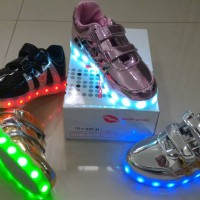 Jual Sepatu anak LED + charger ukuran 31-35 (item 115-4) Murah