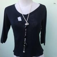blouse hitam simple