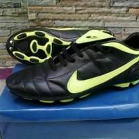 Sepatu bola/Futsal | bahan Kulit sintetis | Nike | spech | adidas |