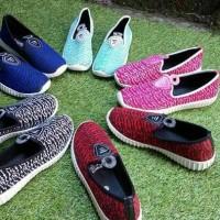Sepatu Kets Slip On Wanita Yezzy 0e38ffd117