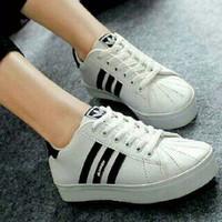Sepatu Adidas Wanita Warna Hitam Putih/ Model Terbaru/ Keren