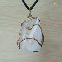 Liontin satyaloka quartz