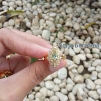 cincin wanita berlian eropa ikat emas motif getas mata utama zamrud
