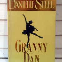 Jual Novel Granny Dan (Misteri Cinta Balerina) - Danielle Steel - Gramedia Murah