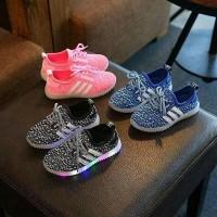 Sepatu anak LED impor yeezy stripe keren