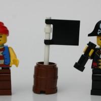 Jual LEGO 9349 : Pirate Captain and Pirate  Murah