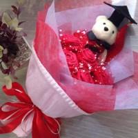 Jual Buket Bunga Boneka Wisuda Merah 5Bunga 1Boneka Murah Terbaru Murah
