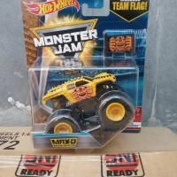 hot wheels monster jam max D maximum destruction yellow with team flag