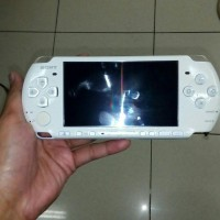 psp 3000 white refurbished 16gb full game