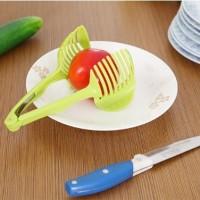 Jual DAPATKAN Alat bantu masak potong buah tomat jeruk jepit iris sayuran Murah