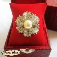 harga Bros Cantik Kristal Permata Mutiara Ckg08 Bunga Abstrak Putih Tokopedia.com