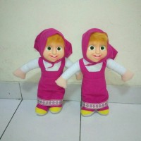Boneka Masha muka karet dari Marsha and the bear baju pink