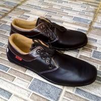 Sepatu Pantofel Pria Kickers T8