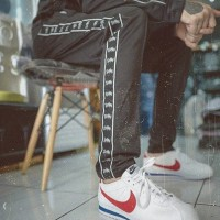 NIKE CORTEZ CLASSIC LEATHER FORREST GUMP WHITE VARSITY RED