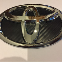 Emblem Logo (Depan) Toyota Calya Warna Dasar Hitam