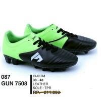 Sepatu olahraga pria/ sepatu bola merk Garsel kulit asli harga coret