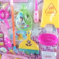 Mainan Anak Barbie Pembersih Kloset   Cleaning Closet