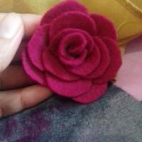 Brooch Mawar dari Kain Flanel