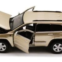 Diecast Maisto 1/24 Model Jeep Grand Cherokee Laredo SUV, Gold