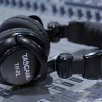 "TASCAM ""TH-02"" Professional Monitoring Headphone"