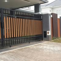pagar dorong model kayu dari bahan besi plat atau grc motip kayu