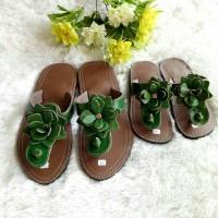 Harga Sandal Kulit Couple Ibu dan Anak Bunga Hijau | WIKIPRICE INDONESIA