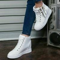 Harga sepatu olahraga putih wanita sekolah sport nike puma adidas boots   WIKIPRICE INDONESIA