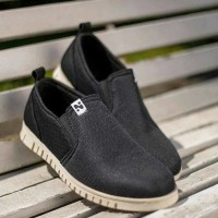 Sepatu Slip On Pria Navara Zelig Black | Pria | Sneakers Scr32