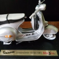 Jual Miniatur Diecast Vespa Maisto Messerschmitt 15 GS (1961) Murah